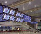 Le panneau d'information générale en éclairage par la tranche à l'aéroport d'Alger
